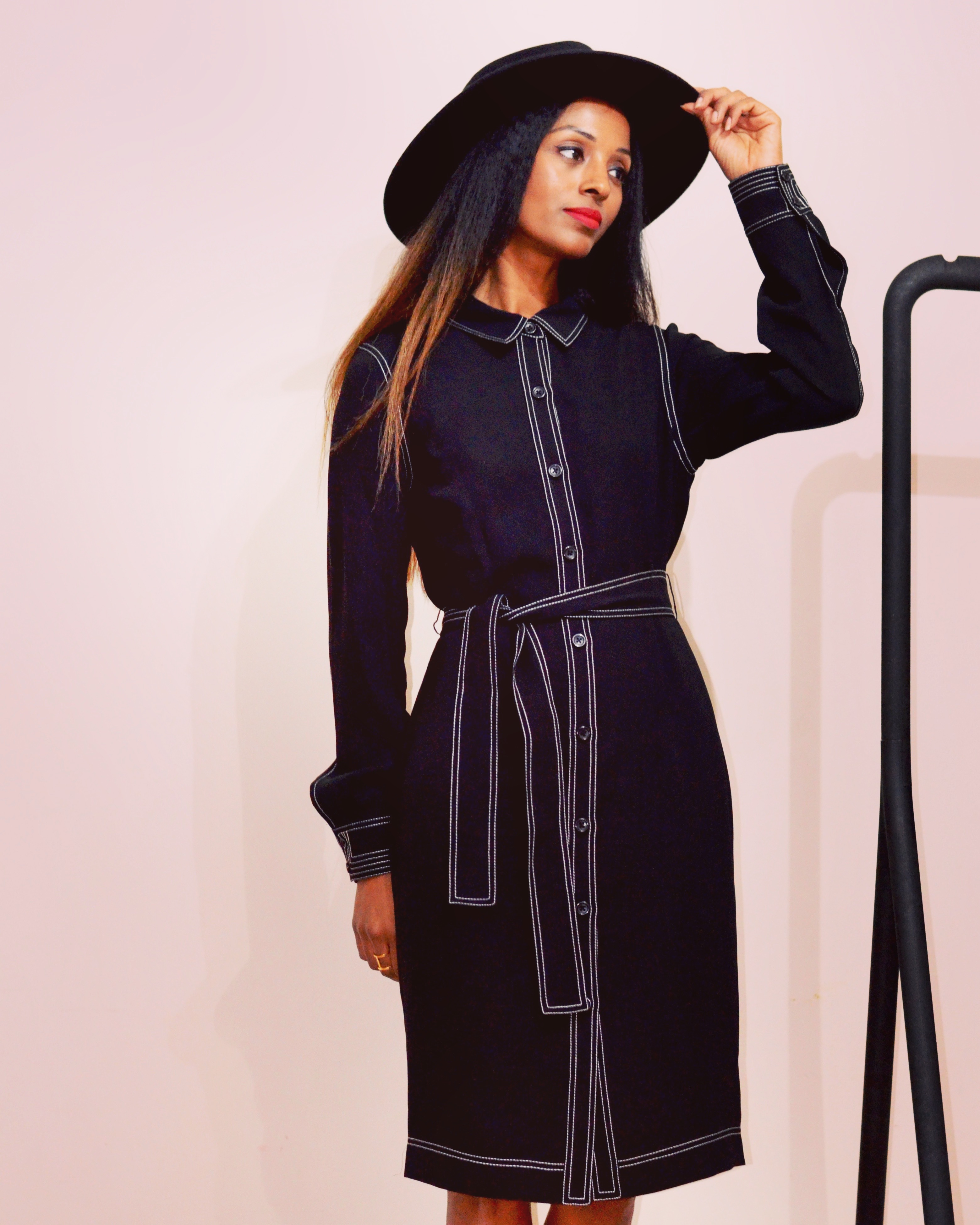CONTRAST STITCHING SHIRT DRESS.