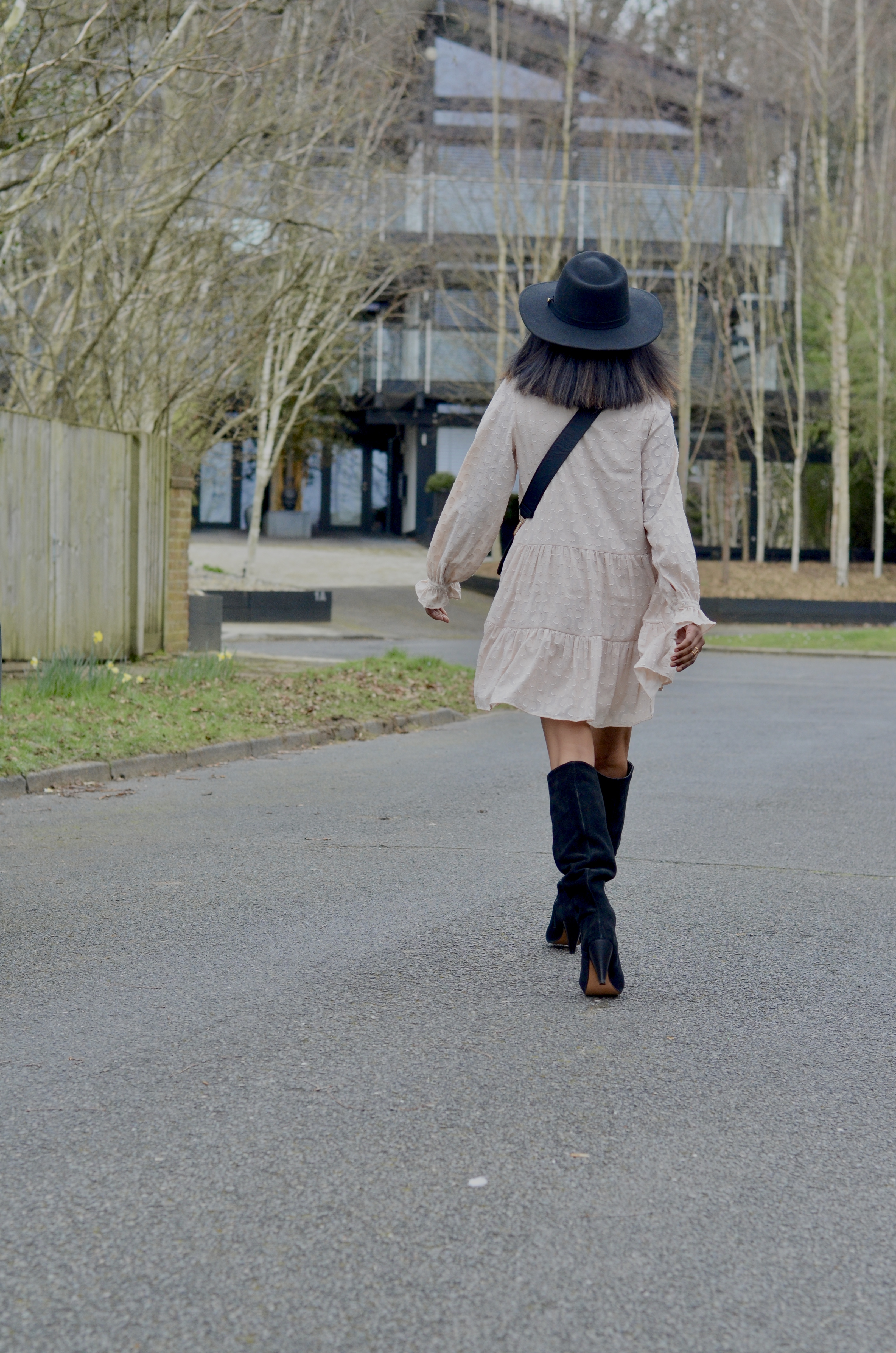 HOW TO STYLE A FLOUNCE DRESS FOR SPRING